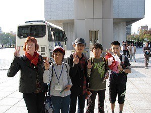 Wendy and school children at Hiroshima peace museum