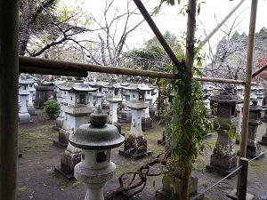 Stone lanterns, one for each pilot